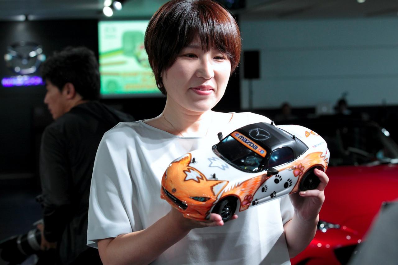 ものづくりの楽しさと走る歓びを堪能! ペーパークラフトデザインコンテスト「グッドデザイン賞」受賞者の広島本社訪問記。