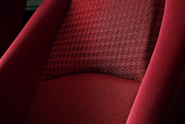 デミオの特別仕様車「Noble Crimson」 インテリア