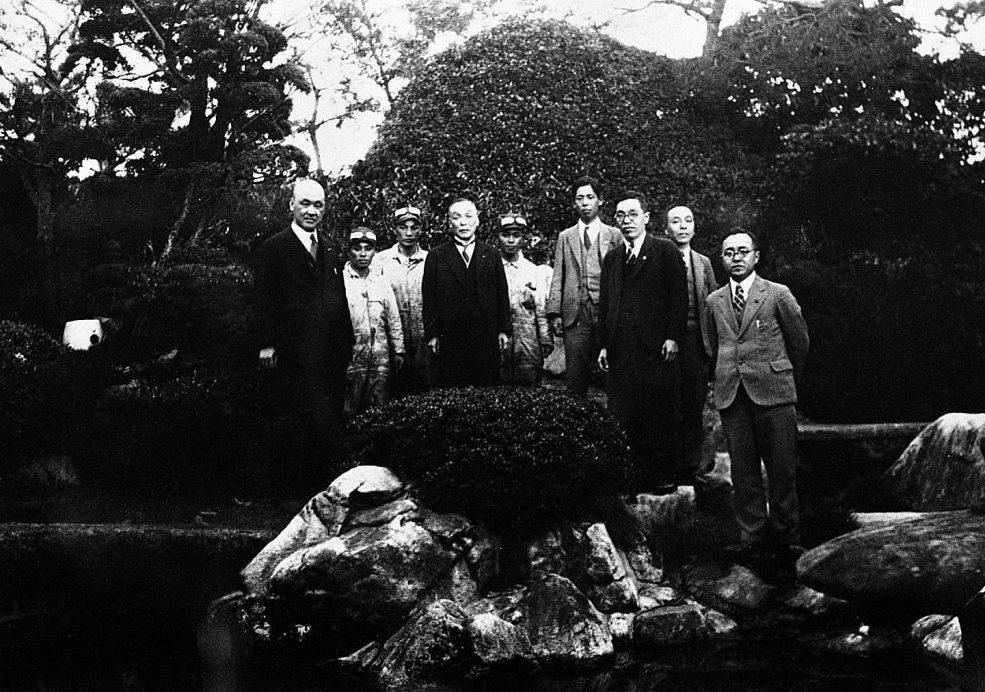 広島に立ち寄った際、重次郎社長宅で記念撮影